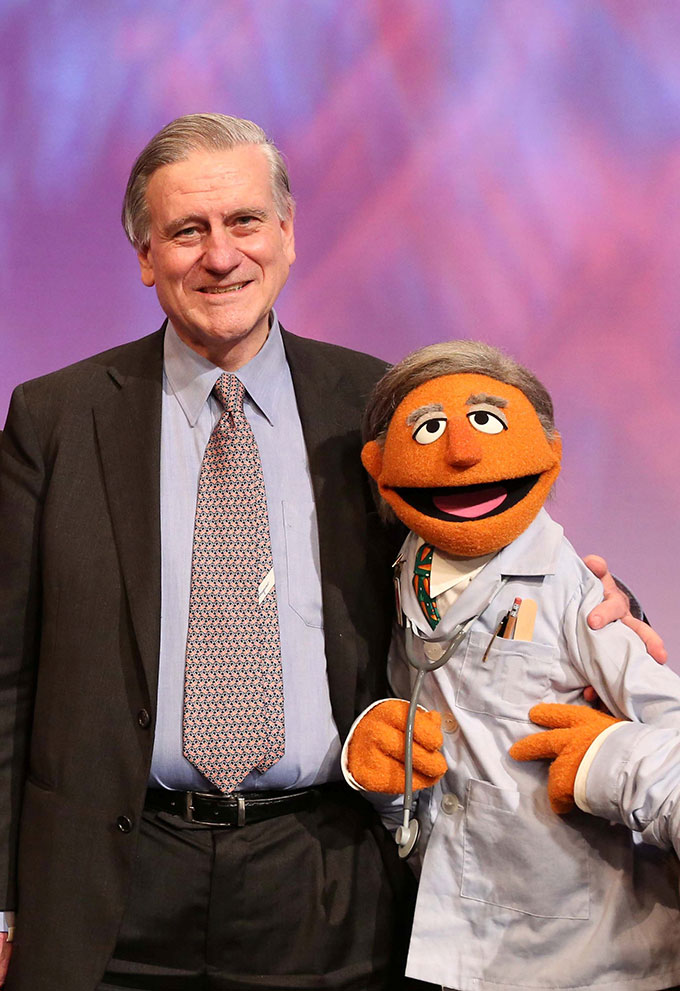 Dr. Fuster was the inspiration for a Muppet doctor on Barrio Sésamo: Monstrous Supersanos, the Spanish version of Sesame Street.