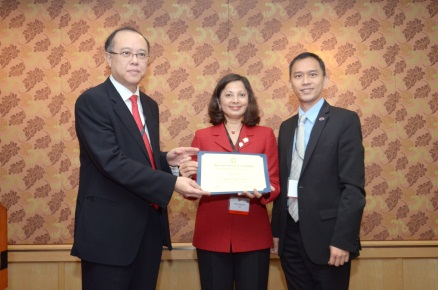Past Chair of the ACC Board of Governors Dipti Itchhaporia, MD, FACC (center) presents a certificate officially recognizing the the establishment of the ACC Singapore Chapter to ACC Singapore Chapter Governor Yean-Teng Lim, MBBS, FACC (right) and Singapore Cardiac Society President Bernard Kwok, MBBS, FACC (left).